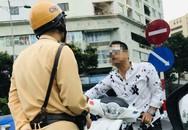 Người đàn ông đầu trần lái xe SH đi ngược chiều, thách thức CSGT ở trung tâm Hà Nội