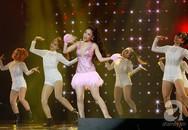 """Không chỉ còn là hình ảnh trên MV, Chi Pu """"đốt mắt"""" khán giả khi trình diễn ca khúc 16+ trên sân khấu"""