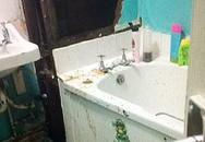 Một người mẹ buộc phải tắm cho con trong nhà vệ sinh siêu thị vì lý do khiến nhiều người khiếp đảm