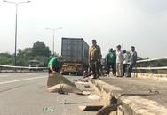 Xe container lấn làn, kéo lê xe máy cả chục mét, người đàn ông chết tại chỗ