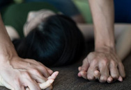 2 đối tượng hiếp dâm người phụ nữ khuyết tật đối diện với hình phạt nào?