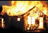 Mâu thuẫn tình cảm đồng tính, người phụ nữ đốt nhà giết con trai của người tình