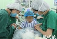 Bé gái 3 tuổi mắc bệnh ung thư vú may mắn được mẹ phát hiện kịp thời