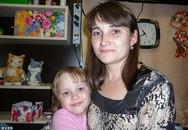 Nghĩ quẩn rồi ôm con gái nhảy lầu tự tử, trong giây lát người phụ nữ hại chết cả 3 thế hệ của gia đình