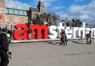 Biểu tượng nổi tiếng 'I amsterdam' của thủ đô Hà Lan bị dỡ bỏ cho du khách đỡ phải chụp ảnh