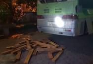 Hà Tĩnh: Bắt xe khách chở gỗ lậu từ Lào về Việt Nam