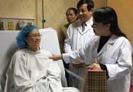 Bộ trưởng Bộ Y tế Nguyễn Thị Kim Tiến thăm người bệnh đêm Giao thừa