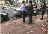 Đâm móp đuôi ô tô, hành động tiếp theo của chủ xe với người bị nạn gây xôn xao