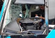 Container tông ngang ô tô giường nằm, phụ lái văng xuống đường tử vong