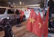 Dân bán cờ hốt bạc triệu sau khi tuyển U23 Việt Nam vào bán kết