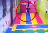 Hành trình bé trai trốn thoát khỏi trường mẫu giáo, bảo vệ và giáo viên không hay biết