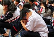 Học trò khóc rưng rức trong bài giảng về lòng biết ơn đối với cha mẹ