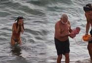"""Bà mẹ đẻ con ngay khi đang tắm biển khiến cư dân mạng """"không thốt nên lời"""""""