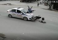 Phóng nhanh qua ngã tư, 2 người đi xe máy bị taxi hất lên nắp capo