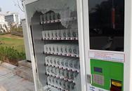 Chuyện lạ: Đập vỡ máy bán hàng tự động chỉ để lấy đồ uống