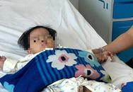 Cứu sống bé 17 tháng tuổi uống nhầm xăng đựng trong chai nước giải khát
