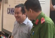 'Đại gia' thủy sản bị cáo buộc lừa đảo 147 tỷ cười tươi khi ra tòa