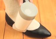 Giày mà bị chật, lấy ngay... máy sấy tóc làm mẹo này là giày sẽ vừa vặn như mới
