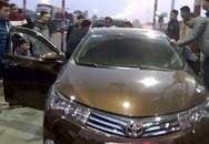 Cảnh sát phá cửa kính ôtô bắt nhóm buôn 79 bánh heroin