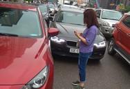2 ô tô 'hôn' nhau giữa phố chật cứng, cách xử lý của 2 tài xế khiến bao người tán thưởng