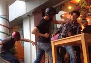 Bị hạ lương, nhân viên đuổi theo đánh sếp khi gặp tại đám cưới
