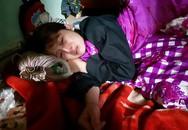 """Mẹ bé trai 8 tuổi bị kẻ lạ mặt chém tử vong: """"Con tôi bị đâm vào người vết thương quá sâu, đi cấp cứu cũng không kịp"""""""