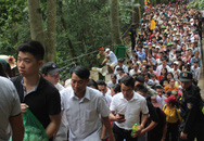 Giỗ Tổ Hùng Vương 2018: Cảnh sát hóa trang để ngăn chặn trộm cắp, móc túi
