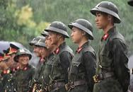 Xúc động hình ảnh ướt đẫm nước mưa của lực lượng an ninh ngày Giỗ Tổ