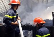 Hơn 10 xe cổ bị cháy rụi trong quán cà phê ở Đà Lạt