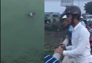 Thót tim cảnh thanh niên lao mình xuống sông cứu cô gái trẻ để lại tư trang nhảy cầu
