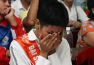 H'Hen Niê khóc nức nở, tháo dây chuyền ủng hộ trẻ mồ côi ở Huế