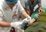 Nghệ An: Dùng máy cưa cắt chiếc máy xay thịt cuốn tay người phụ nữ vào trong
