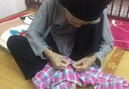 Cụ bà 76 tuổi cặm cụi khâu vá cho cả nhà gây 'sốt' mạng