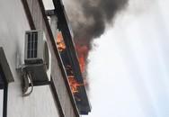 Cháy khách sạn vào giờ nghỉ trưa, nhiều khách sợ hãi bỏ chạy