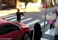 Sử dụng súng để trấn lột ở cổng trường học, tên cướp bỏ mạng vì trấn nhầm người