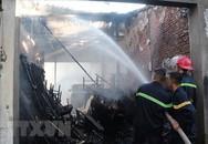 Nghệ An: Cháy nhiều kiốt ở chợ Quán Lau do chủ kiốt gội đầu thắp hương