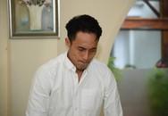 Phạm Anh Khoa khóc trong buổi họp báo, xin lỗi nạn nhân và rút lại phát ngôn 'Ở showbiz vỗ mông là bình thường'