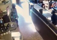Bị từ chối không cho dùng toilet, người phụ nữ thả 'phẫn nộ' giữa quán cafe rồi bốc ném vào nhân viên