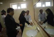 """Bộ trưởng Y tế: """"Nhà vệ sinh bệnh viện bẩn tức là giám đốc ở bẩn, trưởng khoa ở bẩn!"""""""