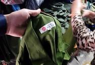 Hà Nội 'quét' trang phục giống công an, bộ đội bán tràn lan trên phố