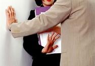 Bi kịch đằng sau những câu chuyện gạ tình (1): Ghê tởm đàn ông chỉ vì một lần bị sếp lớn tuổi gạ tình