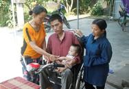 Nỗi lòng của người mẹ già gồng mình nuôi cả gia đình tàn tật