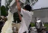 Về clip nông dân đổ sữa ở Nghệ An: Vinamilk đã gặp, trao đổi với hộ dân
