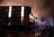 Kho giấy 1.500 m2 ở Sài Gòn đổ sập sau hỏa hoạn kéo dài 4 giờ