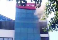 Cháy tại tòa nhà 5 tầng, thai phụ leo sang nhà bên cạnh thoát thân