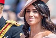 Meghan bị chỉ trích vì mặc váy hở vai dự sinh nhật Nữ hoàng