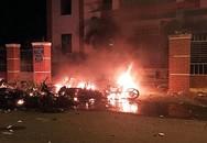 Nhiều người quá khích đập phá trụ sở UBND tỉnh Bình Thuận