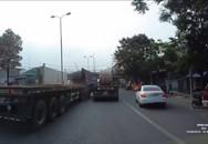 Kinh hoàng cuộn sắt hàng chục tấn trượt khỏi thùng hàng, 'cày' nát cabin xe container