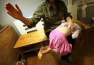 Bố tức giận đánh vào mông con khiến đứa trẻ qua đời và sự thật giật mình sau những màn 'yêu cho roi cho vọt'