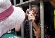 Vụ lật xe tải chở hàng chục công nhân Việt ở Lào: Nước mắt nơi quê nghèo